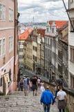 Gammal slotttrappa i Prague, Tjeckien Royaltyfria Bilder
