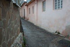 Gammal smal gata i Krimet Arkivfoton