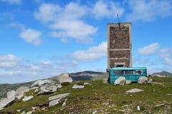 Gammal smula byggande höjdpunkt i berget royaltyfri fotografi