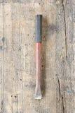 Gammal smutsig stenstämjärn mot träplanka Royaltyfri Bild