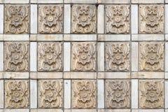 Gammal smutsig vägg från tegelplattor med en dekor seamless textur Royaltyfria Bilder