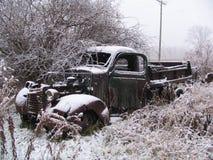 gammal snöig lastbil Royaltyfria Bilder