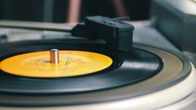 Gammal snurr för vinylrekord lager videofilmer