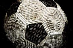 gammal soccerball Arkivfoton