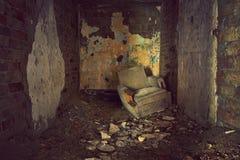 gammal sofa Arkivbilder