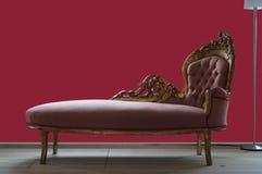 Gammal soffa royaltyfri bild