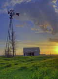 gammal solnedgång för ladugård Royaltyfri Fotografi