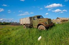 gammal sovjetisk lastbil Royaltyfria Bilder