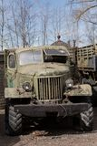 gammal sovjetisk lastbil Arkivfoton