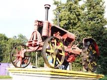 gammal sovjetisk traktor Royaltyfri Foto