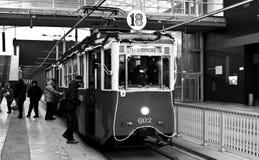 Gammal spårvagn för jul i Poznan Arkivbilder