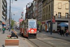Gammal spårvagn i förgrunden i Katowice Fotografering för Bildbyråer