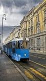 Gammal spårvagn på en gata av Zagreb Royaltyfri Foto