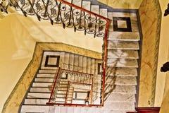 gammal spiral trappa arkivbilder