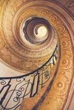 gammal spiral trappuppgång för slott Arkivfoton