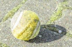 Gammal sportboll Arkivbild
