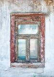 Gammal sprucken grungevägg och fönsterbakgrund Royaltyfri Foto