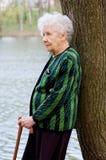gammal ståendekvinna Royaltyfria Foton