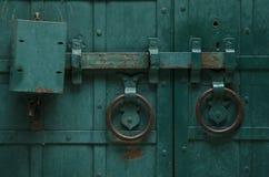 Gammal ståldörr med låset Fotografering för Bildbyråer