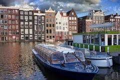Gammal stad av Amsterdam i Nederländerna Fotografering för Bildbyråer