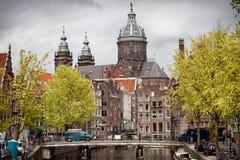 Gammal stad av Amsterdam i vår Arkivfoto