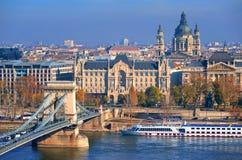Gammal stad av Budapest på Danube River, Ungern Royaltyfri Fotografi