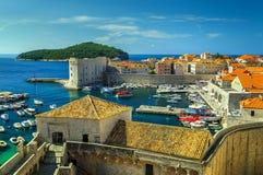 Gammal stad av Dubrovnik panorama med hamnen, Kroatien, Europa Royaltyfri Foto