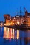 Gammal stad av Gdansk på natten Fotografering för Bildbyråer