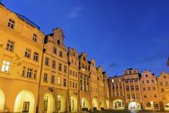 Gammal stad av Jelenia Gora på gryning Fotografering för Bildbyråer