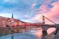 Gammal stad av Lyon på den ursnygga solnedgången, Frankrike Royaltyfria Foton