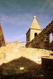 Gammal stad av Pag med det kyrkliga tornet royaltyfri foto