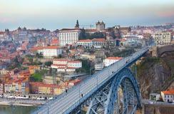 Gammal stad av Porto på solnedgången, Portugal arkivfoto