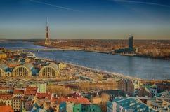 Gammal stad av Riga (Lettland) i aftonen Royaltyfri Fotografi