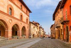 Gammal stad av Saluzzo, Italien arkivfoton