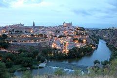 Gammal stad av Toledo på skymning, Spanien Fotografering för Bildbyråer