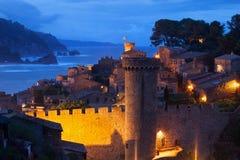 Gammal stad av Tossa de Mar på natten Royaltyfri Fotografi