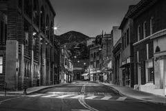 Gammal stad Bisbee Arizona i svartvitt Arkivfoton