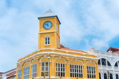 Gammal stad eller gamla byggnader med klockatornet i kinesisk-portugisisk stil Arkivbild