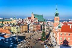 Gammal stad för Warszawa med den slottfyrkanten och julgranen Fotografering för Bildbyråer