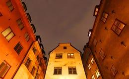 Gammal stad (Gamla Stan) i Stockholm på natten Arkivbild