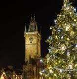 Gammal stad Hall Clock Tower och julgranen i Prague Fotografering för Bildbyråer