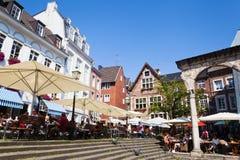 Gammal stad i Aachen, Tyskland, på sommartid Royaltyfria Bilder
