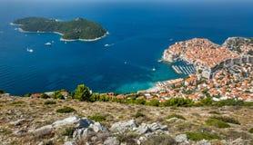 Gammal stad i Europa på kust av Adriatiskt havet dubrovnik croatia arkivbild