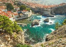Gammal stad i Europa på kust av Adriatiskt havet dubrovnik croatia royaltyfria bilder