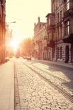 Gammal stad i Europa på solnedgången Arkivbild