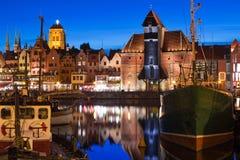Gammal stad i Gdansk på natten Royaltyfri Bild