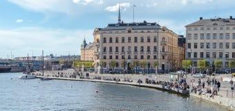Gammal stad i Stockholm om den soliga och tidiga vårdagen Arkivbilder