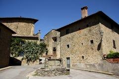Gammal stad i Volpaia (Tuscany, Italien) Arkivfoto