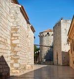 Gammal stad Krk som är medelhavs-, Kroatien, Europa Royaltyfria Foton