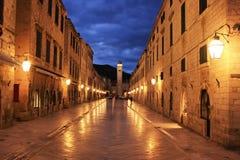 Gammal stad på natten, Dubrovnik Royaltyfri Foto